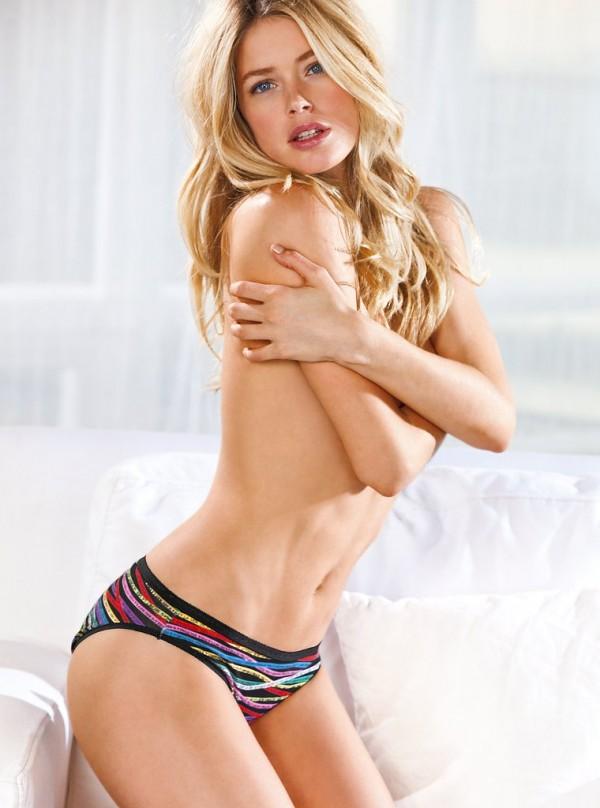 Даутцен Крус красивая модель позирует в нижнем белье