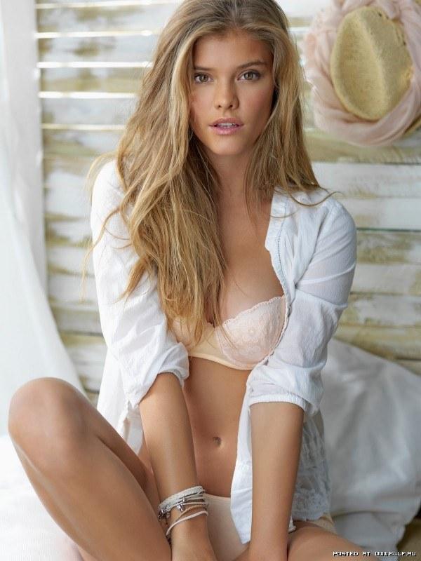 Нина Агдал длинноногая модель в нижнем белье фотосет