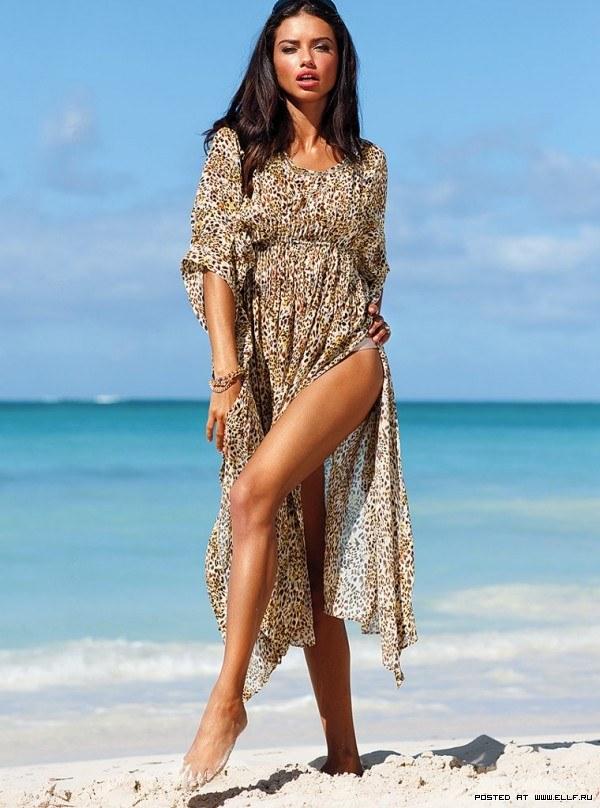 Адриана Лима красивая и сексуальная модель в трусика
