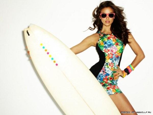 Ирина Шейк русская красивая модель в купальнике