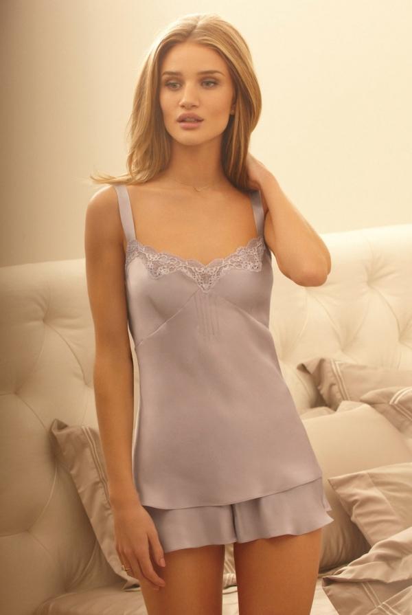 Rosie Huntington-Whiteley модель с прекрасной фигурой в трусиках