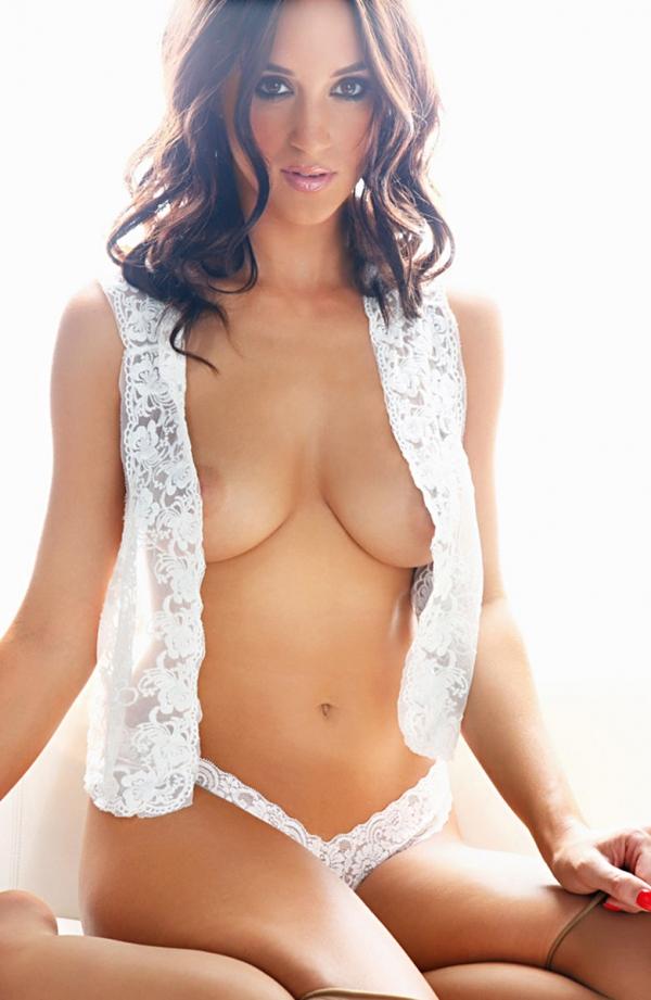 Rosie Jones голая с сиськами