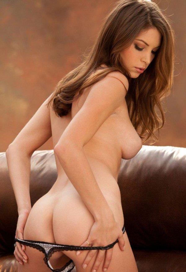 Эмбер симпатичная девушка показывает свои обнаженные груди и письку симпатичная девушка показывает свои обнаженные груди и письку