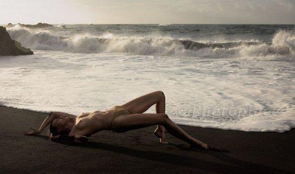 Пляжный микс с обнаженными красивыми и стройными девушками