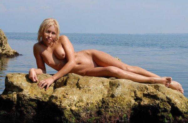 Эротические фотографии красивой блондинки