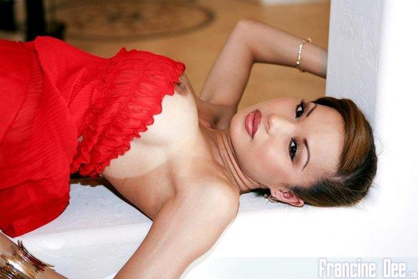 Милая и сексуальная Рачка Francine Dee