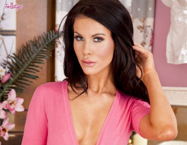 Шикарная порно звезда Дева Megan Coxxx
