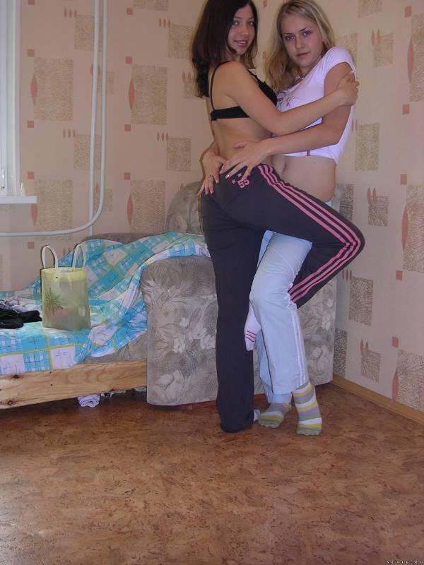 Частные фото двух молодых девушек