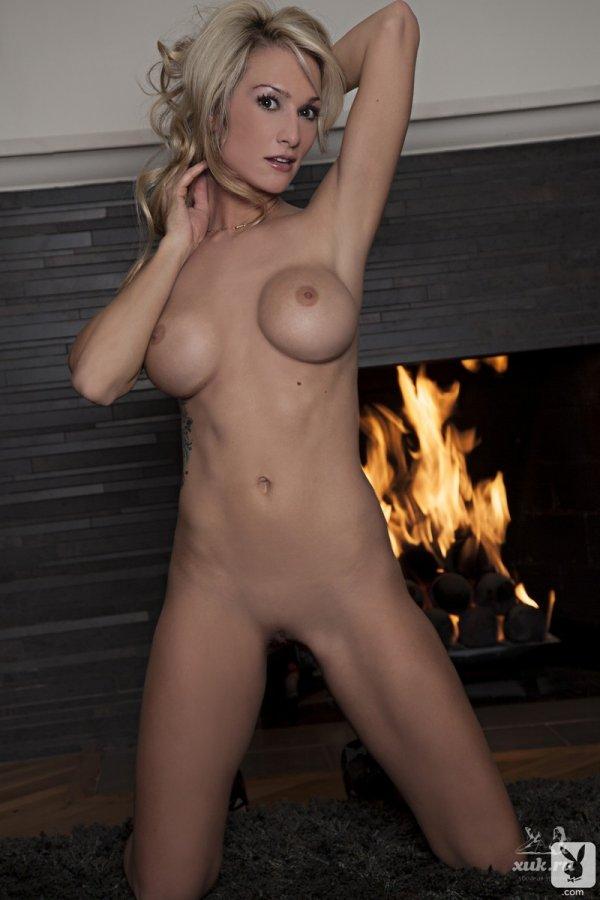 Шикарная блондинка с отличной фигурой