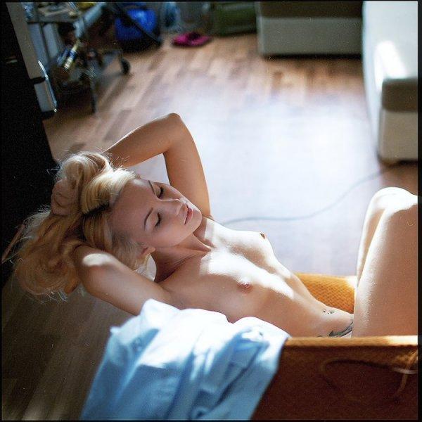 Эромикс с разными прекрасными девушками в разных позах и голыми девушками