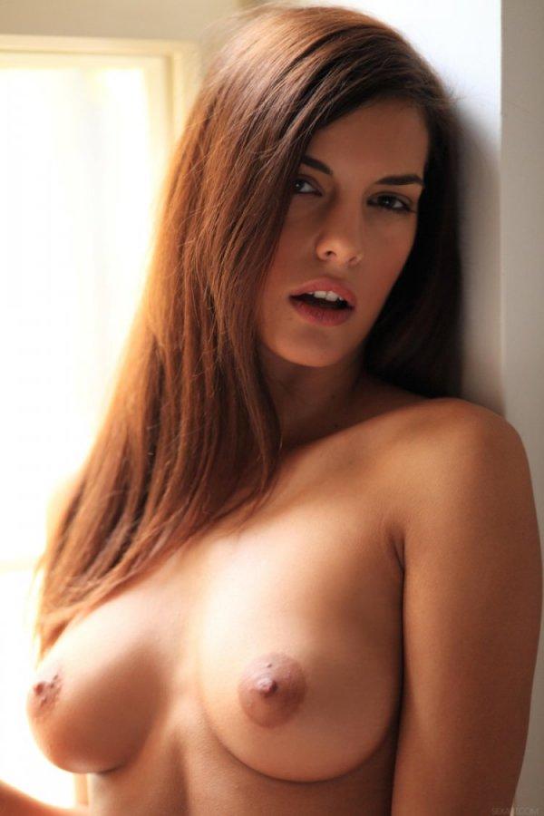 Молодая стройная Дева Candice Luca