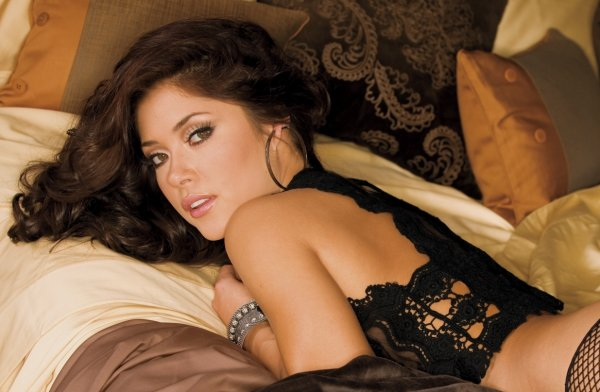 Арианни Селесте стройная сексуальная и красивая модель позирует в соблазнительном нижнем белье