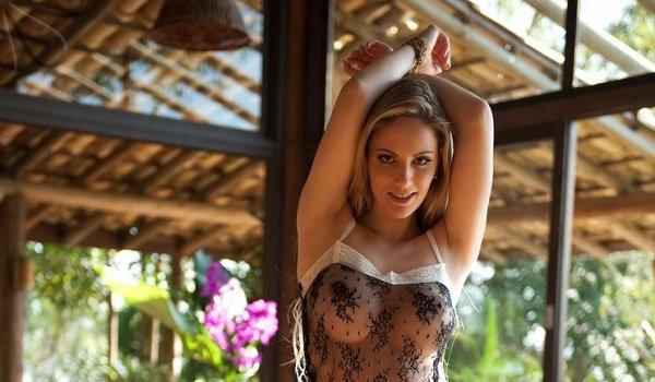 Franciele Perao шикарная модель с отличной фигурой показывает немаленькие груди