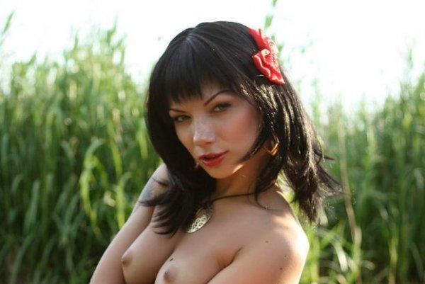 Leila шикарная девушка брюнетка с миниатюрными сиськами но с отличной вагиной