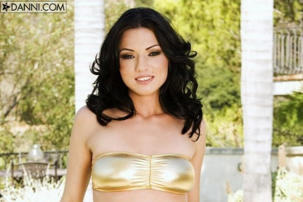 Ava Rose порно брюнетка голая