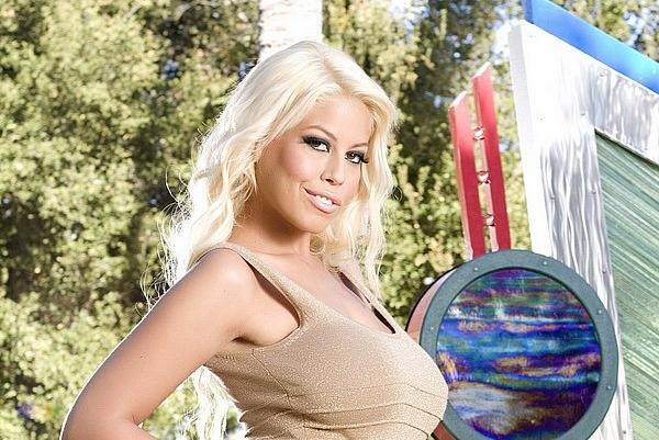 Brigitte B порно звезда с огромными грудями голая