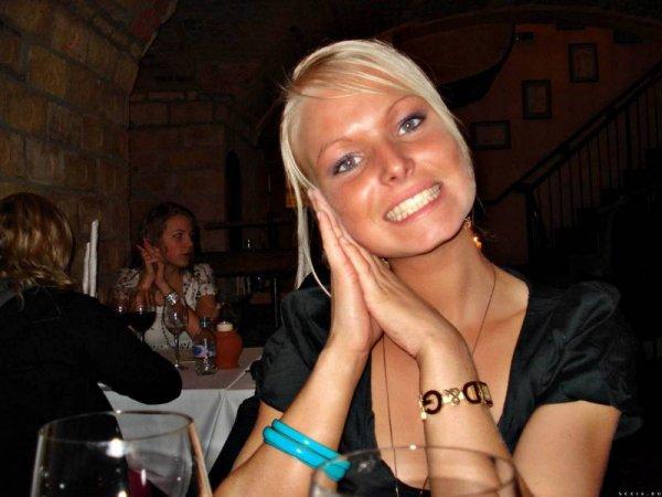 Эротика частные фото симпатичной блондинки с отличной фигурой