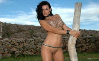 Прекрасная Аргентинская голая девушка Zahyra Amat