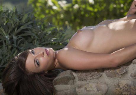 Красивая и стройная Malena Morgan